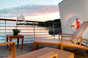 Hotel Palafitte_Neuchâtel_CH_lakeside-resorts-01-g
