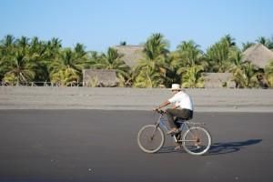 La Cocotera_Barra de Santiago_El Salvador_bungalow-view-biker-1024x685
