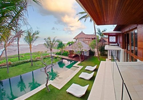 BEC-The-Beach-House---Pool-and-beach-at-dawn