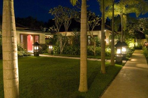 BEC-Villa Indah Manis-BALI-Garden-path-at-night