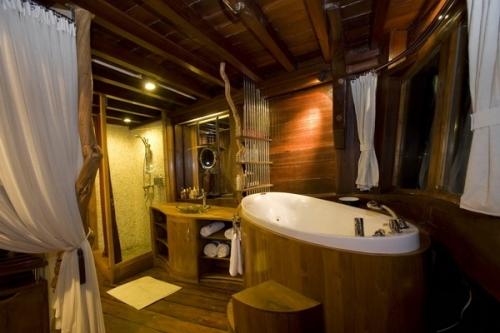 Dewi Nusantara-Master Bathroom-gallery.asp