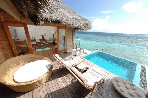 huvafen-fushi-spa-resort-maldives-ocean-bungalow-pool