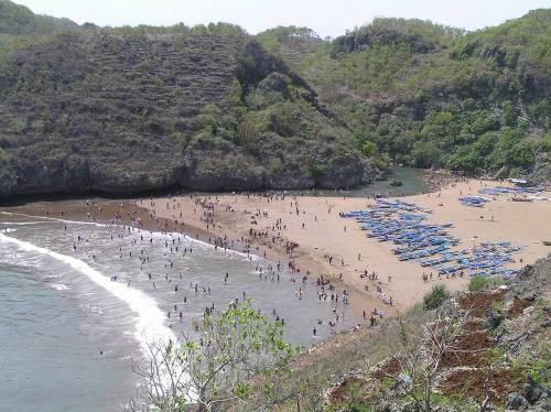 Baron Beach, together with Parangtritis, are the most popular beach destinations. Central Java. Photo: www.pesonagunungkidul.com