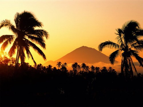 Mt. Agung dominating Bali's landscape, considered holiest site that looks over Bali's people. Photo: www.xe-media.ch
