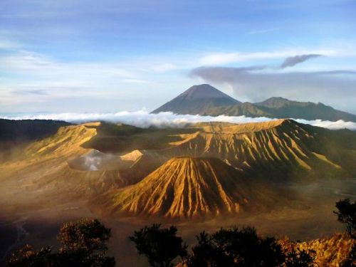 Break of dawn, Mt. Bromo, East Java. Photo: www.wayfaring.info