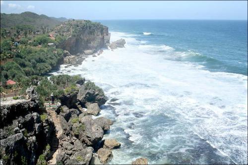 Nogbaran Beach, Central Java. Photo: www.pesonagunungkidul.com