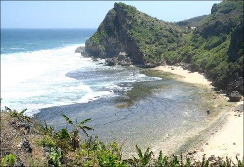 Nguyahan Beach, Central Java. Photo: www.pesonagunungkidul.com