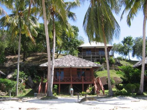 Getting in touch with the Robinson Crusoe in all of us. Sikuai Island Resort. Photo: D Nukman
