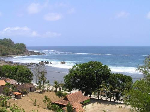 Wediombo Beach, Central Java. Photo: www.pesonagunungkidul.com