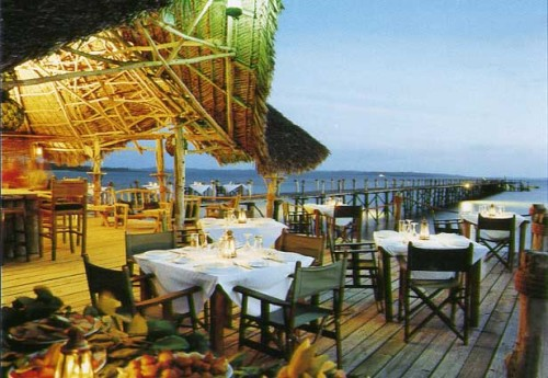 Outdoor dining area, Fundu Lagoon Resort