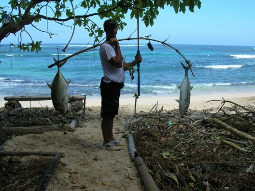 Guide Cyrus with blue omilus. Photo: Ulua Jungle Fishing Adventures