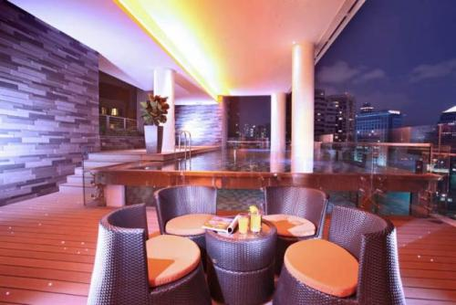 Quincy-SINGAPORE-Roof Top Bar