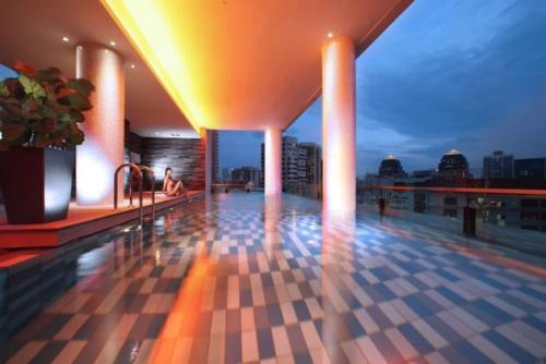 Quincy-SINGAPORE-Roof Top Pool
